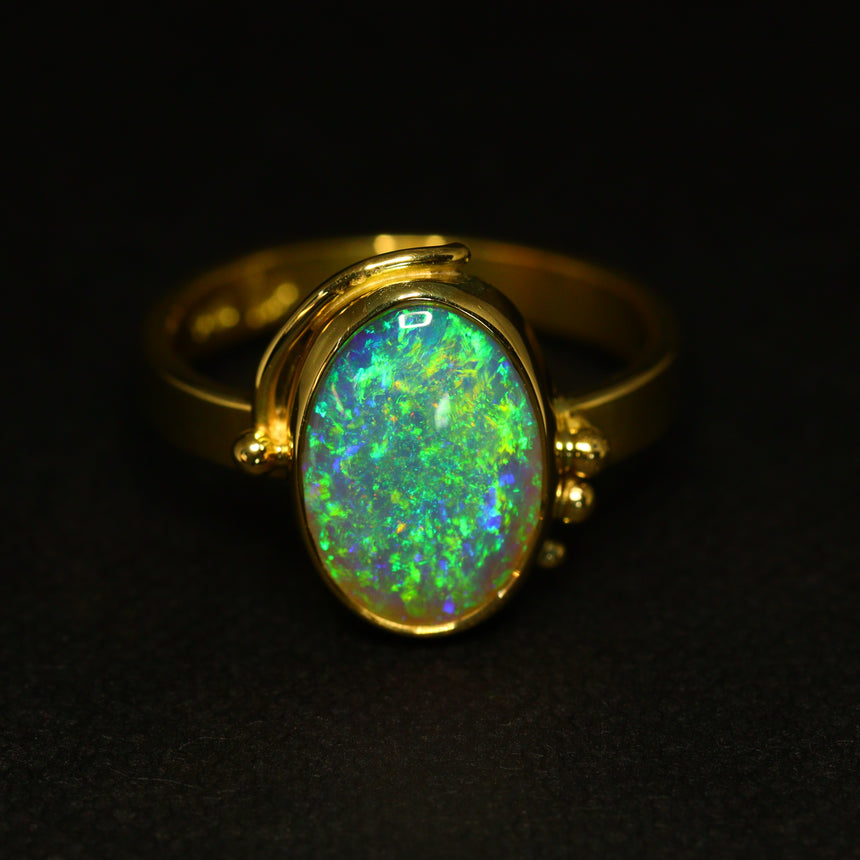 Lightning Ridge crystal opal & 18ct gold ring