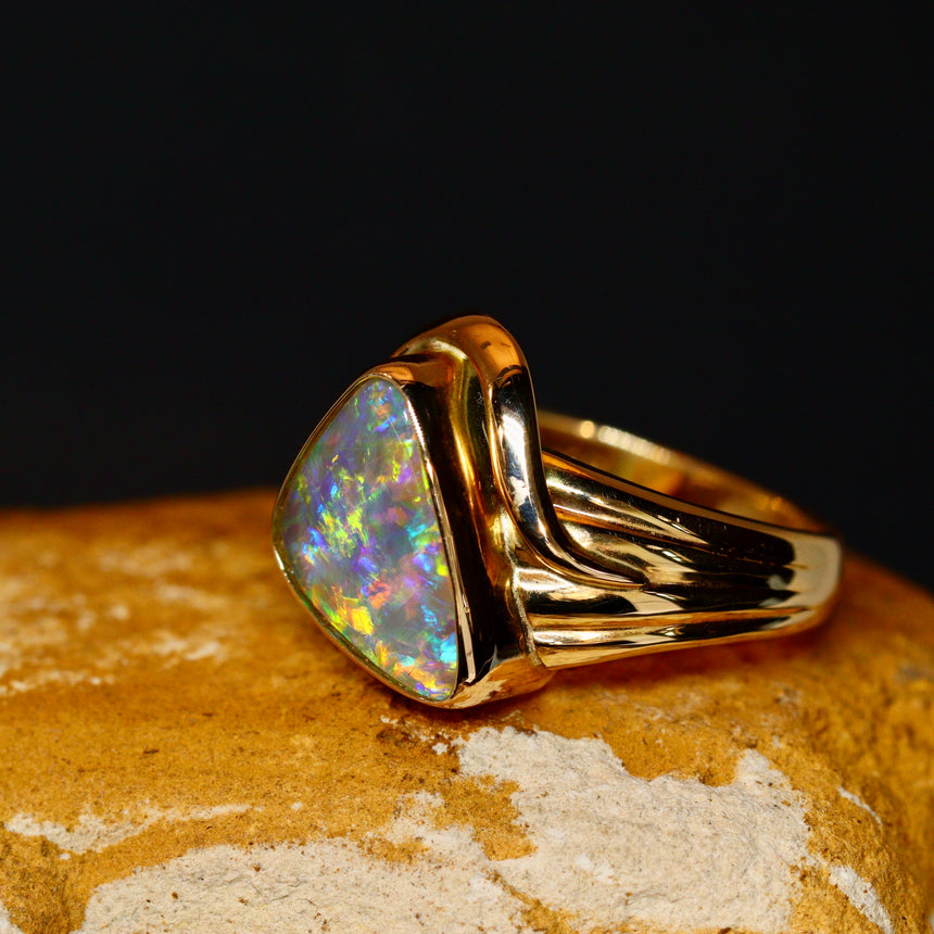 Crystal opal & 14ct gold ring