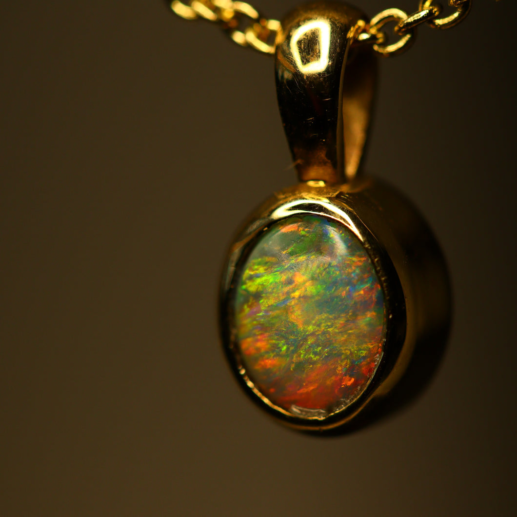 Lightning Ridge opal & yellow gold pendant