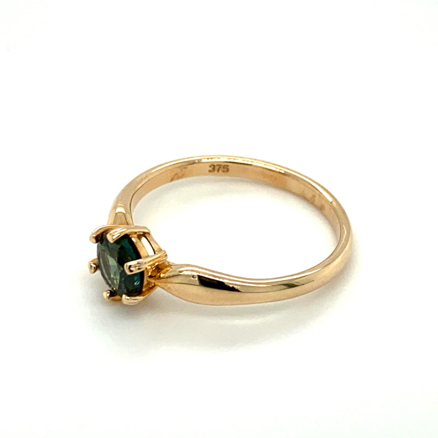 Sapphire & gold ring
