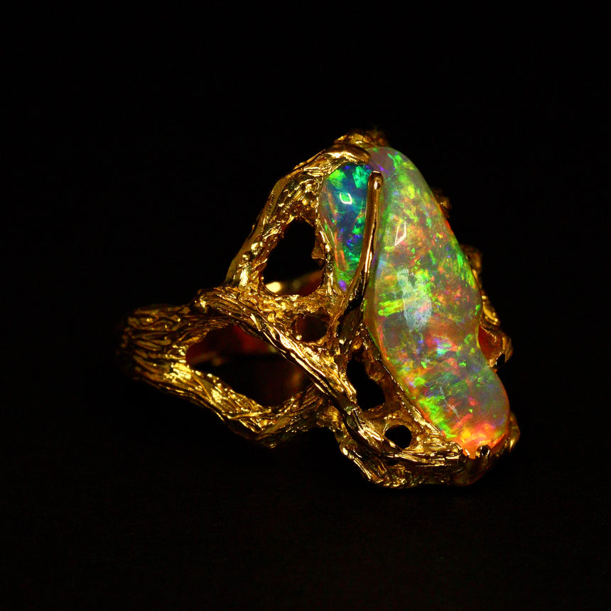 Crystal opal & 18ct gold ring