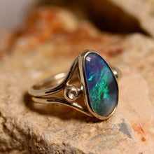 Load image into Gallery viewer, Black crystal opal & palladium silver ring
