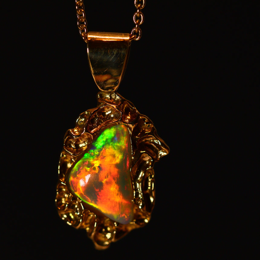 Opalised shell & 18ct gold pendant