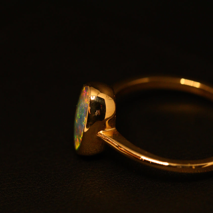 Lightning Ridge opal & 9ct yellow gold ring