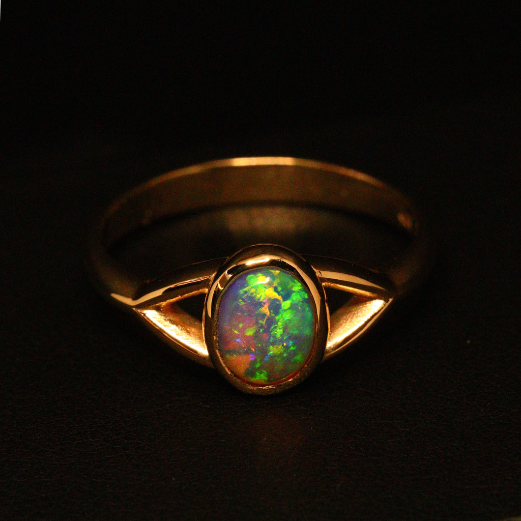 Lightning Ridge opal & 14ct yellow gold ring