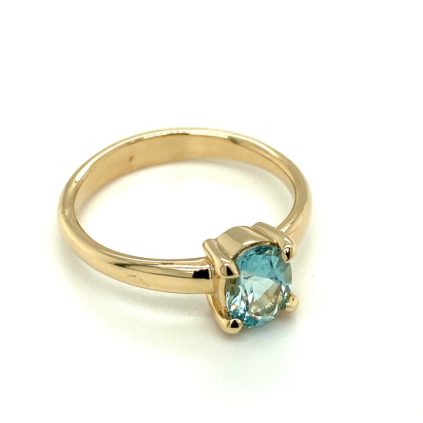 Aquamarine & 14ct yellow gold ring