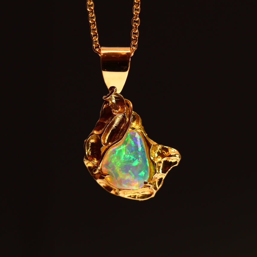 Crystal opal & 18ct gold pendant