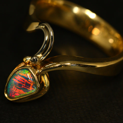 Amazing pattern black opal & gold ring