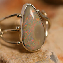 Load image into Gallery viewer, Lightning Ridge opal & palladium silver ring