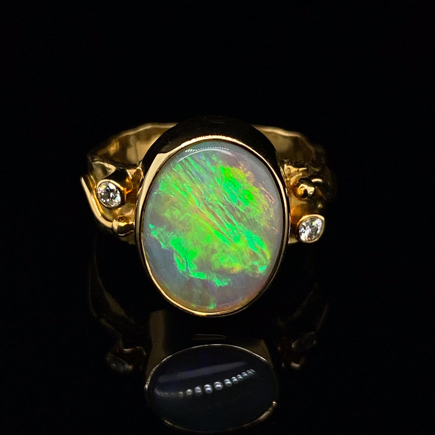 Lightning Ridge opal & 18ct gold ring