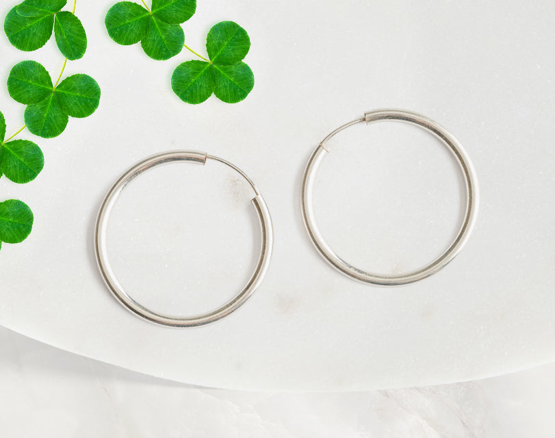 These 925 sterling silver 1 inch hoop earrings are the perfect final touch for any outfit. Classy and elegant these earrings will be your new favorite. Our hypoallergenic plating is perfect for sensitive skin.