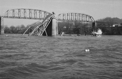 https://www.herald-dispatch.com/multimedia/photo_galleries/photos_news/gallery-historical-photos-of-the-1967-collapse-of-the-silver-bridge/article_89262253-73c6-53d9-a1a9-9d027cdbd755.html