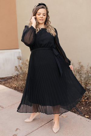Simple And Pleated Dress in Black