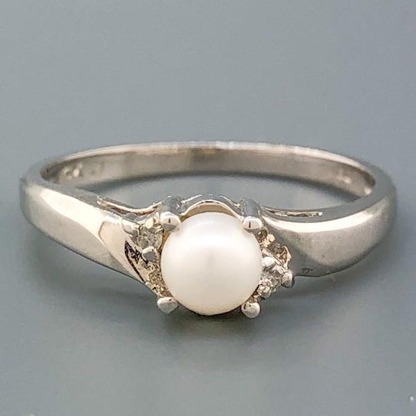14K WG .02cttw Diamond & 4.5mm Pearl Ring - Walter Bauman Jewelers