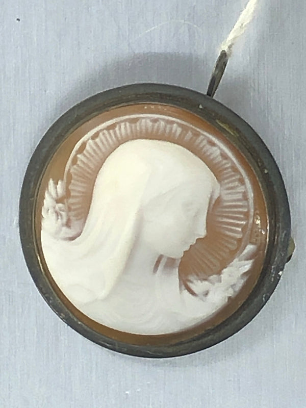Estate Sterling Silver Modonna Shell Cameo Pendant