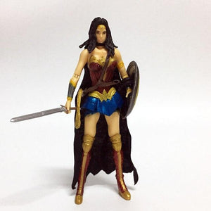 Wonder Woman collectors action figure 17 cm. - Adilsons