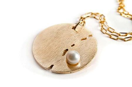 18K Gold Plate Medallion Necklace with Pearl