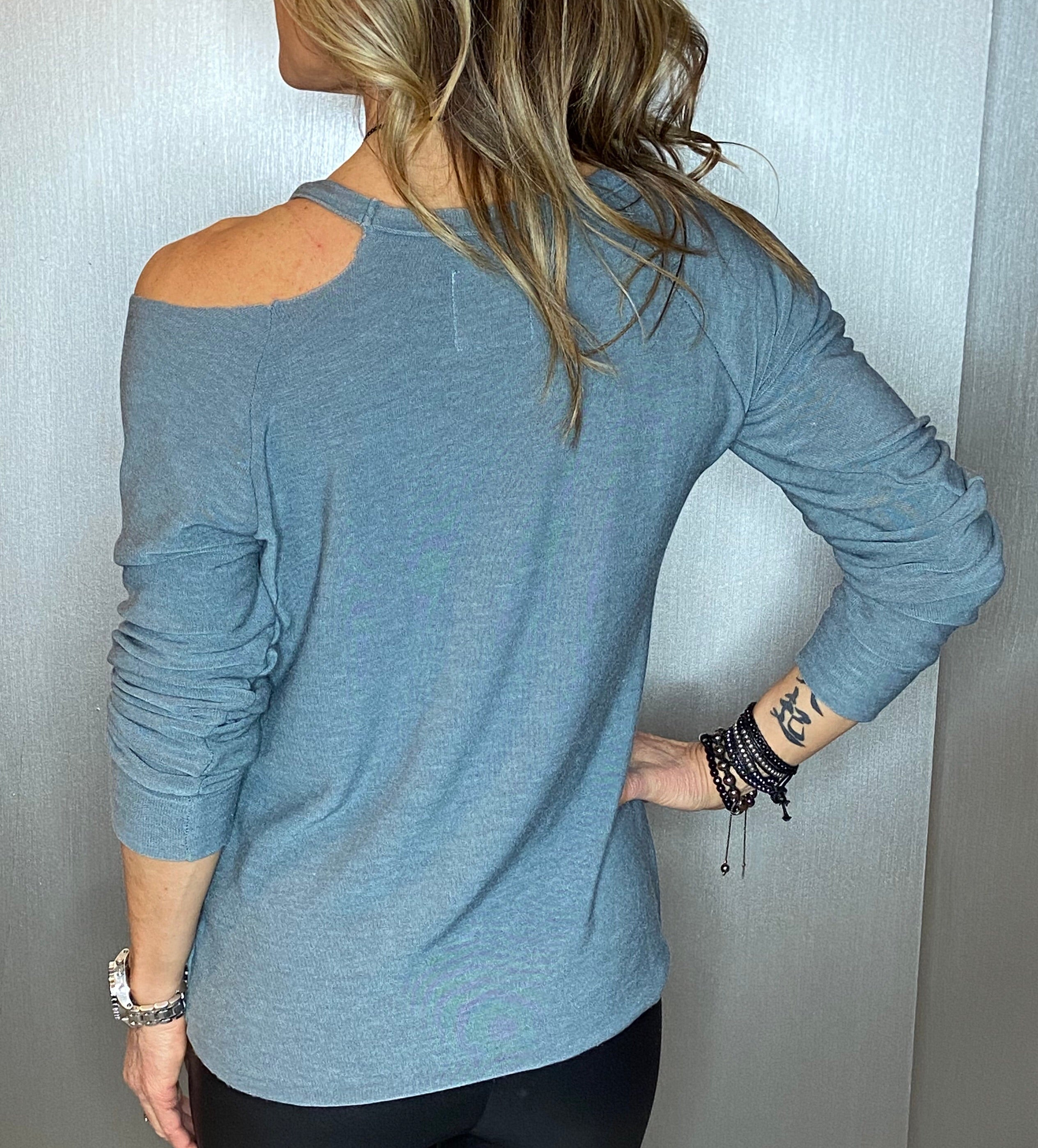 Love knit vented shoulder top
