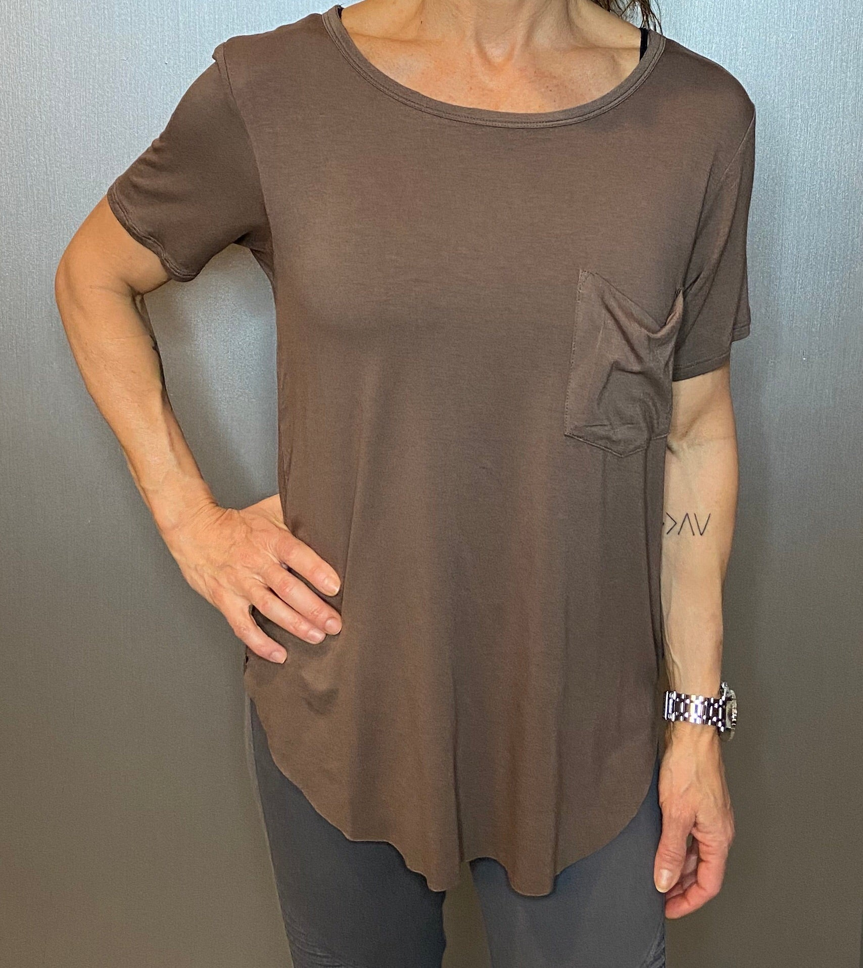 Scoop neck slouchy pocket tee