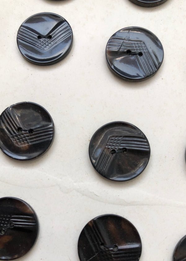 Arrow Vintage Buttons, Marble Brown. 17mm