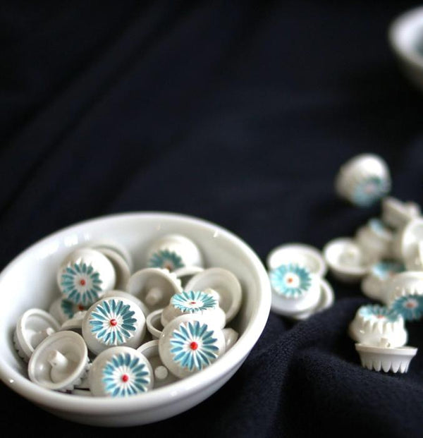 Vintage Moulded Flower Buttons -  White and blue 18mm