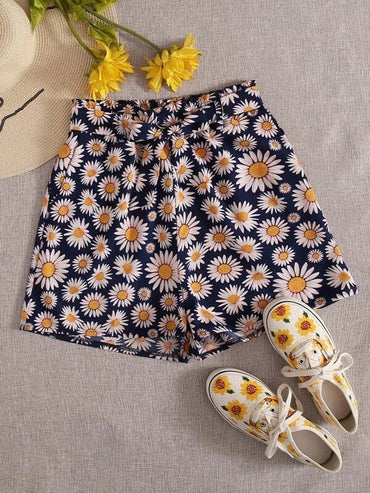 Women Allover Daisy Floral Belted Shorts