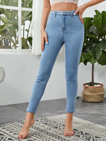 Women Patch Pocket Belted Jeans