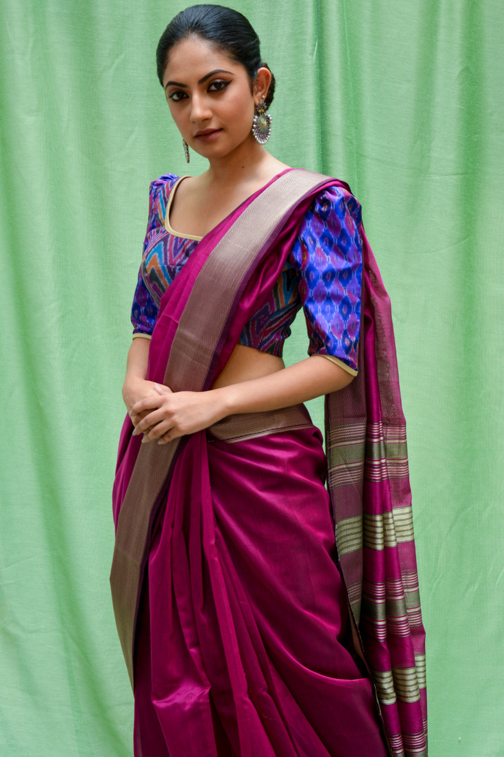 Magenta Maheshwari silk cotton saree with silverish thread border