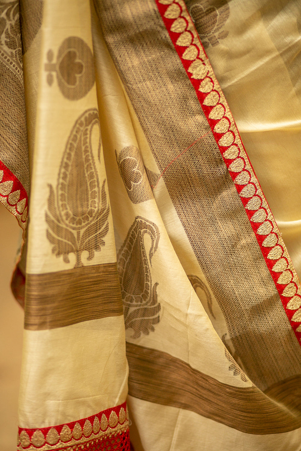 Off white chanderi cotton saree with red zari border - House of Blouse