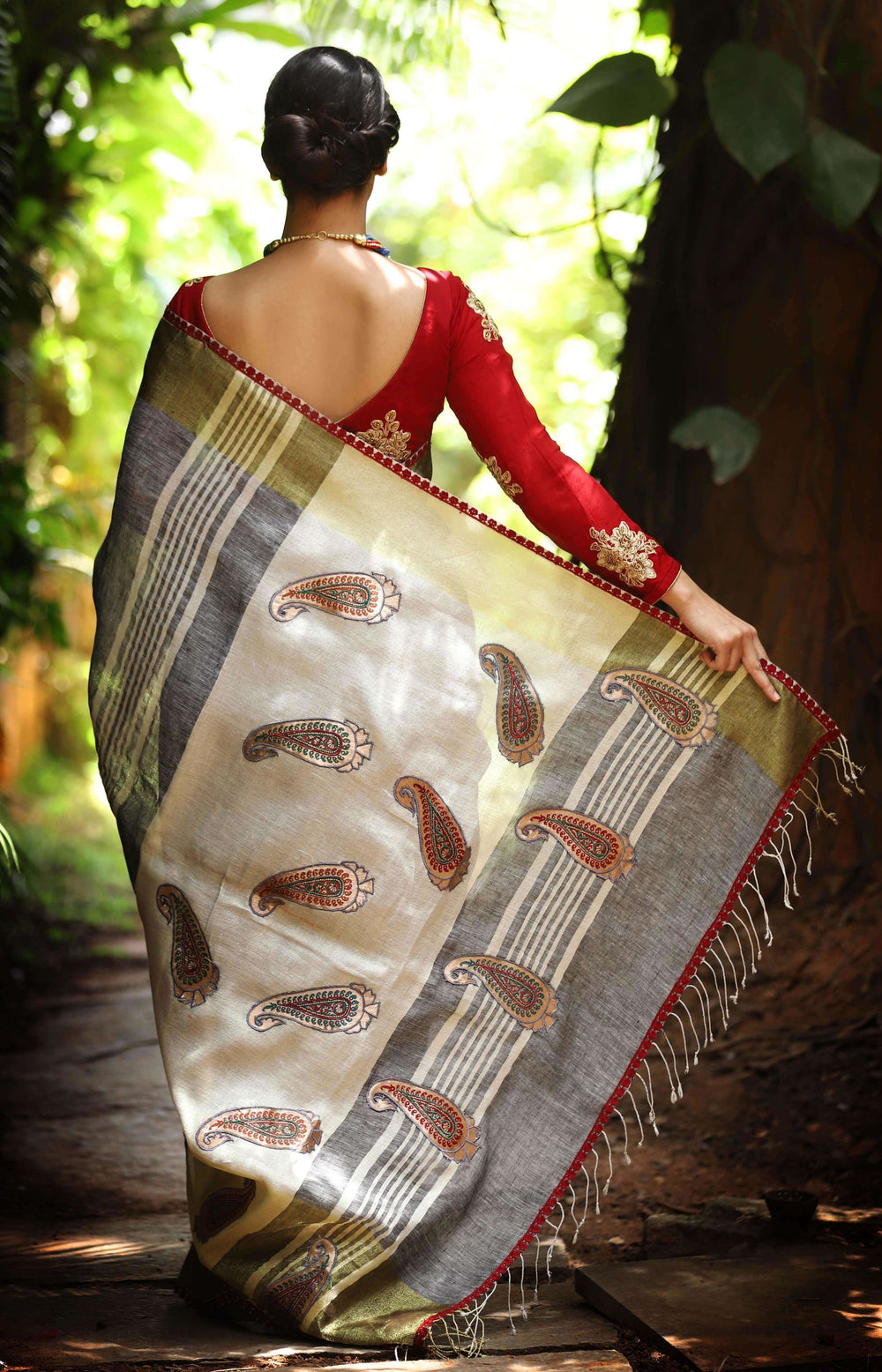 Grey Linen saree with tissue border with Paisley appliques