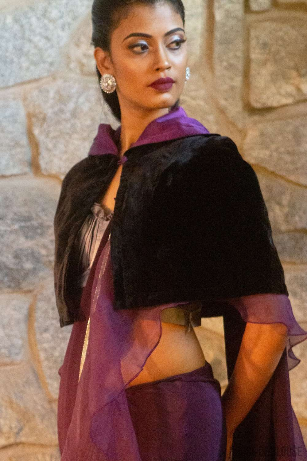 Velvet capelet with pure silk satin lining - House of Blouse
