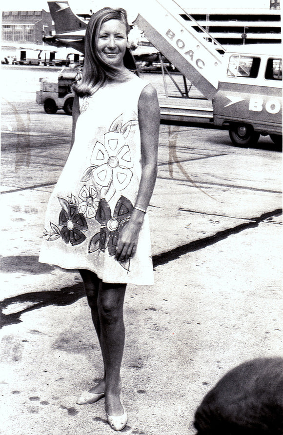 BOAC Stewardess in Paper Dress for NYC - Caribbean Routes -  6 x 4 Print BO019