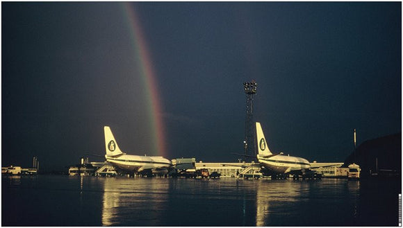 Britannia Airways Boeing 737 with rainbow at Luton Airport - VINYL BANNER - 90.2 x 50.8 cm BY003