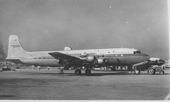 Canadian Pacific Douglas DC6 at HONG KONG KAI TAK 1954 -  ORIGINAL PRINT -  13 x 9 cm CP001