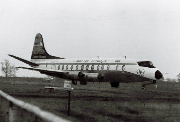 CHANNEL AIRWAYS VICKERS VISCOUNT G-ATUE AT LUTON - 6 x 4 Print