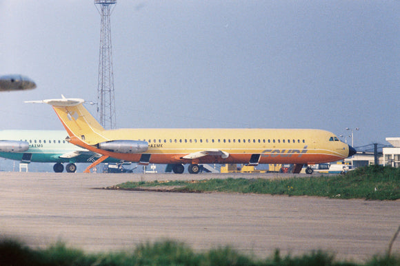Court Line BAC 111 G-AXMK and MG at Luton - 6 x 4 Print OU031