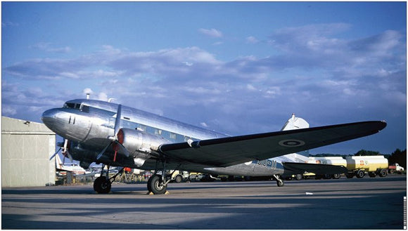 Finnish Air Force Douglas DC3 Dakota Luton Airport - VINYL BANNER - 90.2 x 50.8 cm FNA001