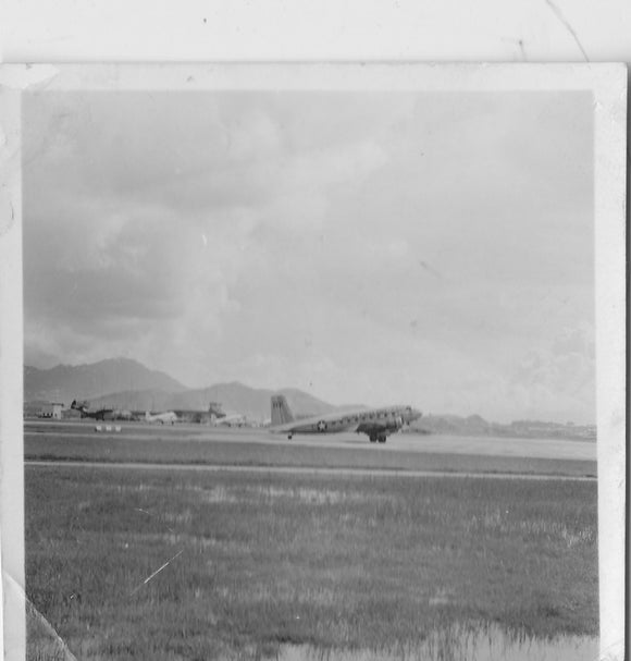 US Navy C-47 Dakota at Hong Kong Kai Tak 1954 -  ORIGINAL PRINT -  6 x 6 cm