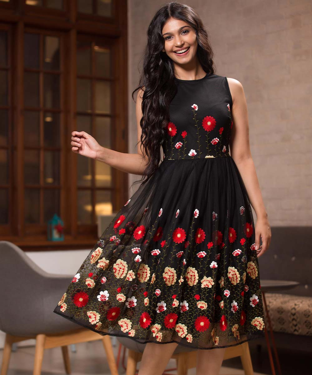 Black Base Floral Scattered Dress
