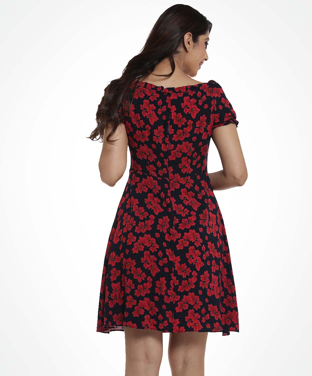Sweet Heart Printed Neck Detailed Dress