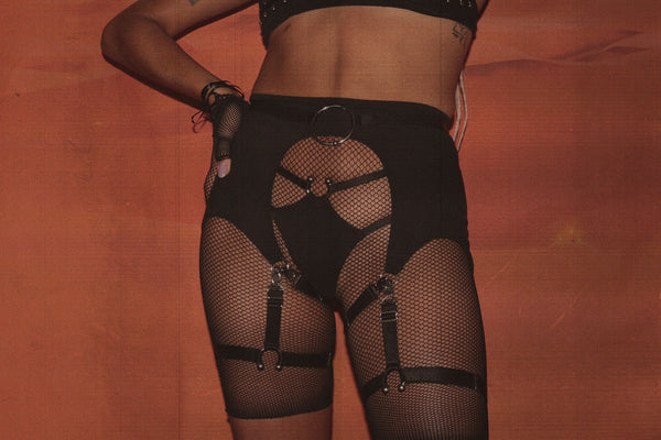 Hella Good Harness Garter Belt In Black