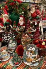 Christmas Round Table Snowglobes