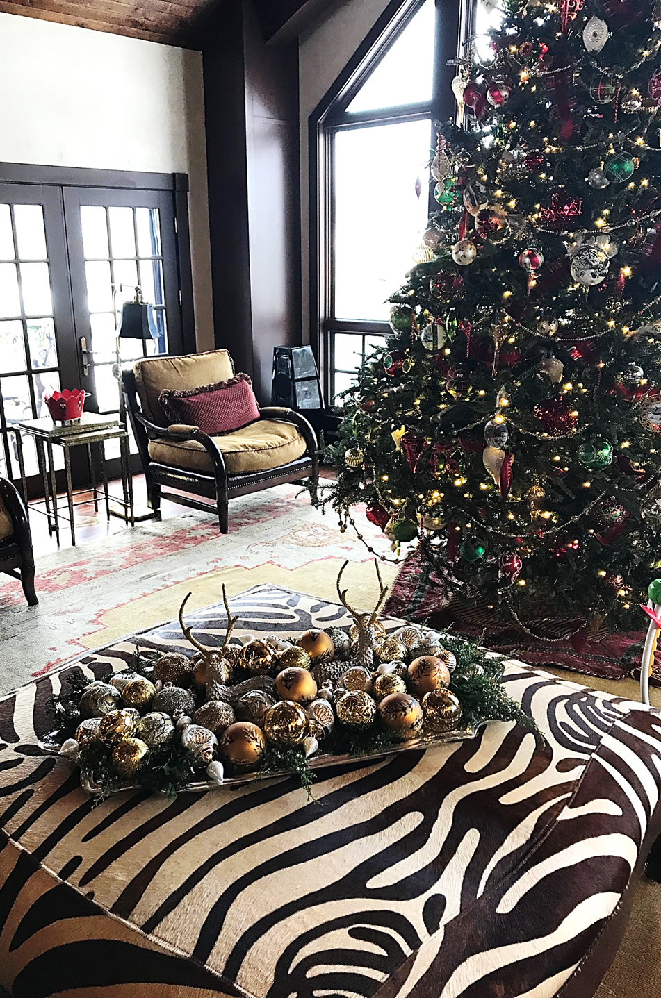 Living Room Holiday Tree and Decor