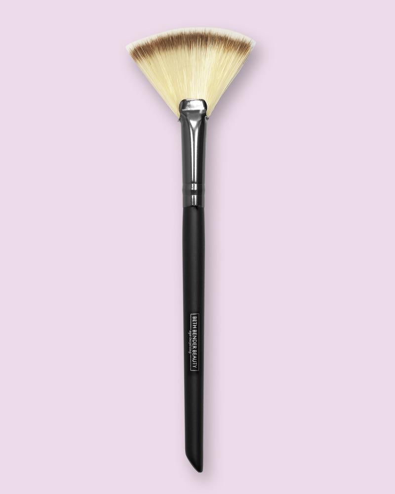 PRO Fan Highlighter Brush