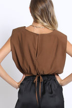 Load image into Gallery viewer, cognac bold shoulder crop