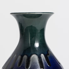 Load image into Gallery viewer, Medium Hand Thrown Vase #840