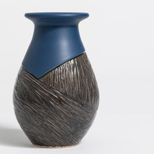Load image into Gallery viewer, Hand Thrown Vase #867
