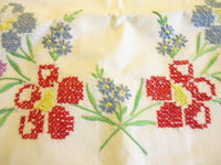 Vintage Linen Pillowcases Full Size Embroider Floral Pattern Set of 2