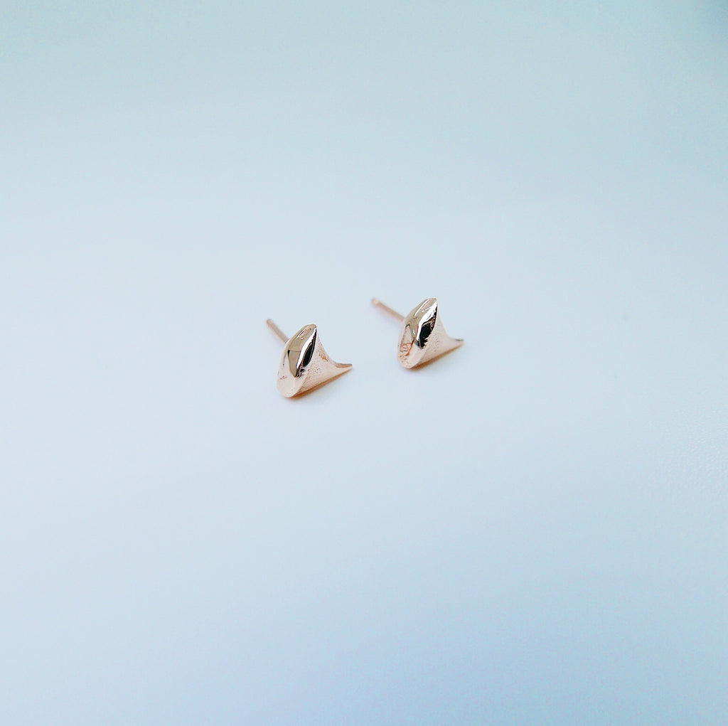 Rose Thorn Earring, thorn earrings, rose thorn studs, 14k rose gold earring, rose gold thorn earring