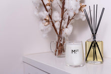 Load image into Gallery viewer, MOSS STREET - LOTUS & CAMELLIA SCENTED DIFFUSER